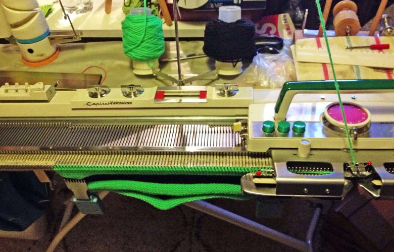Herstellung schlamuetz – die Strickmaschine